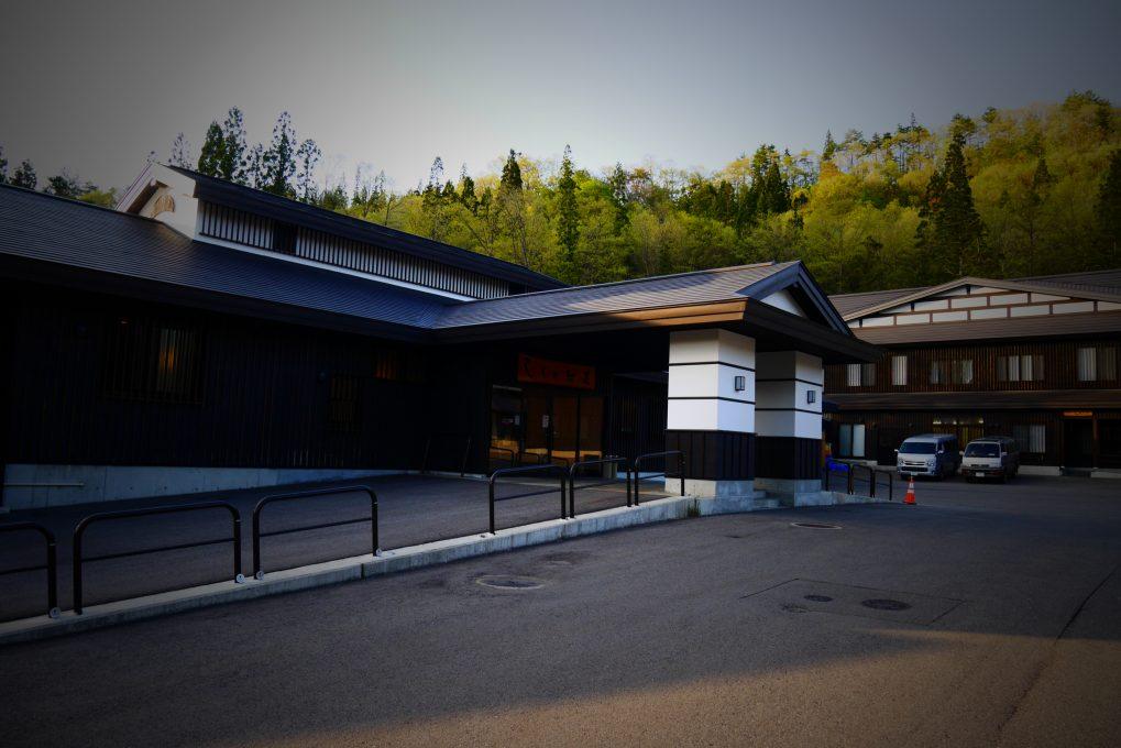 昭和村しらかば荘外観全体