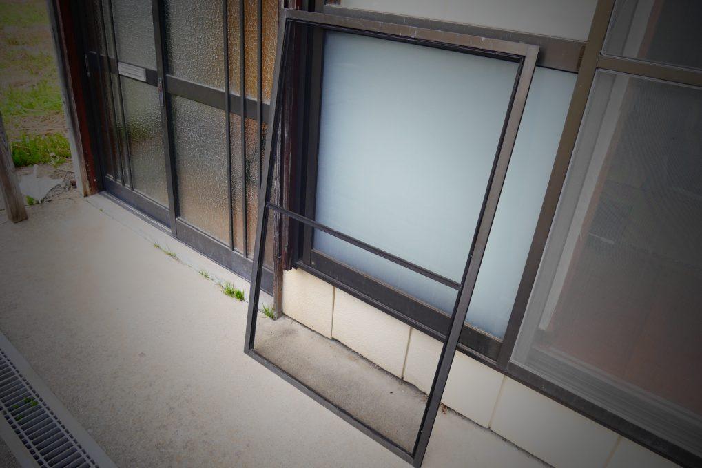 網戸張り替え修理の工程 STEP5:完成と設置2