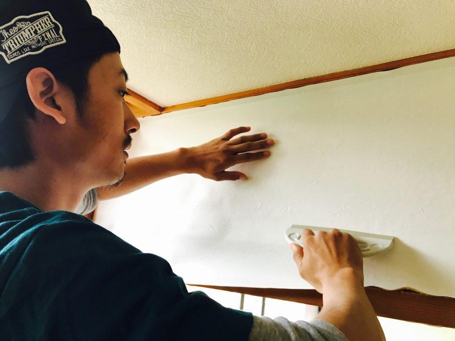壁紙張り込み