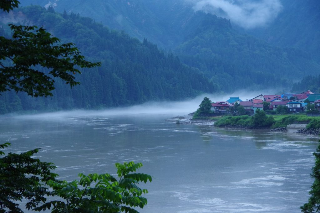 梅雨の只見川