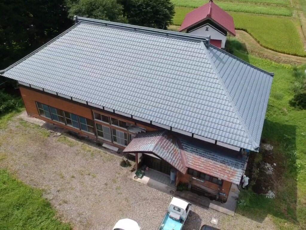 古民家のトタン屋根の塗装