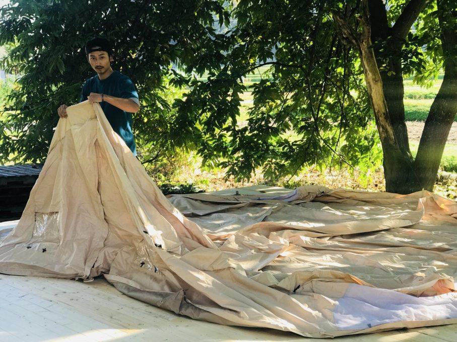テントの設営準備