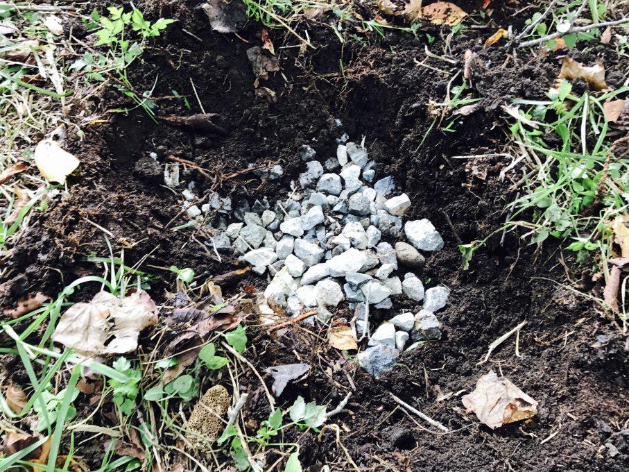束石の砂利