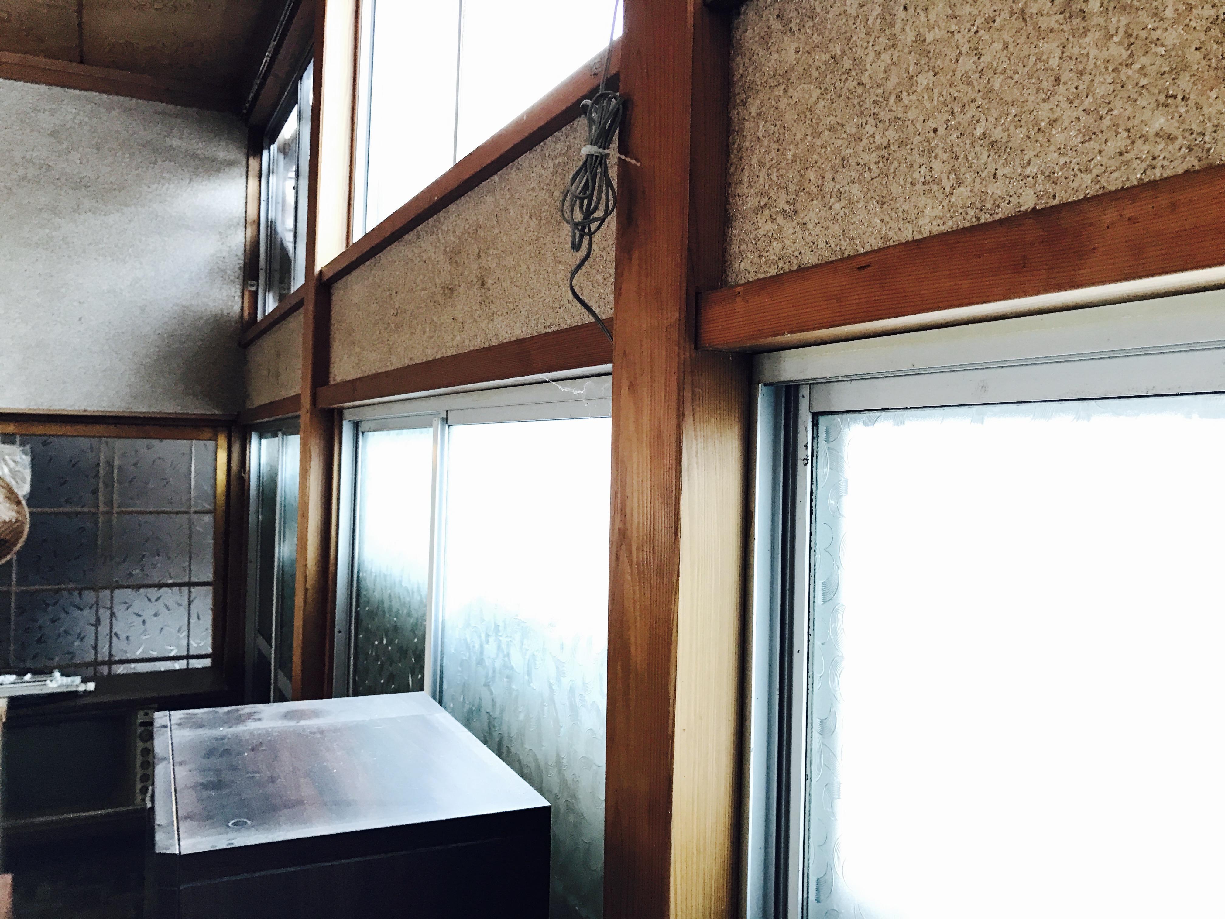 古民家大広間のカーテンレールを取り外した後