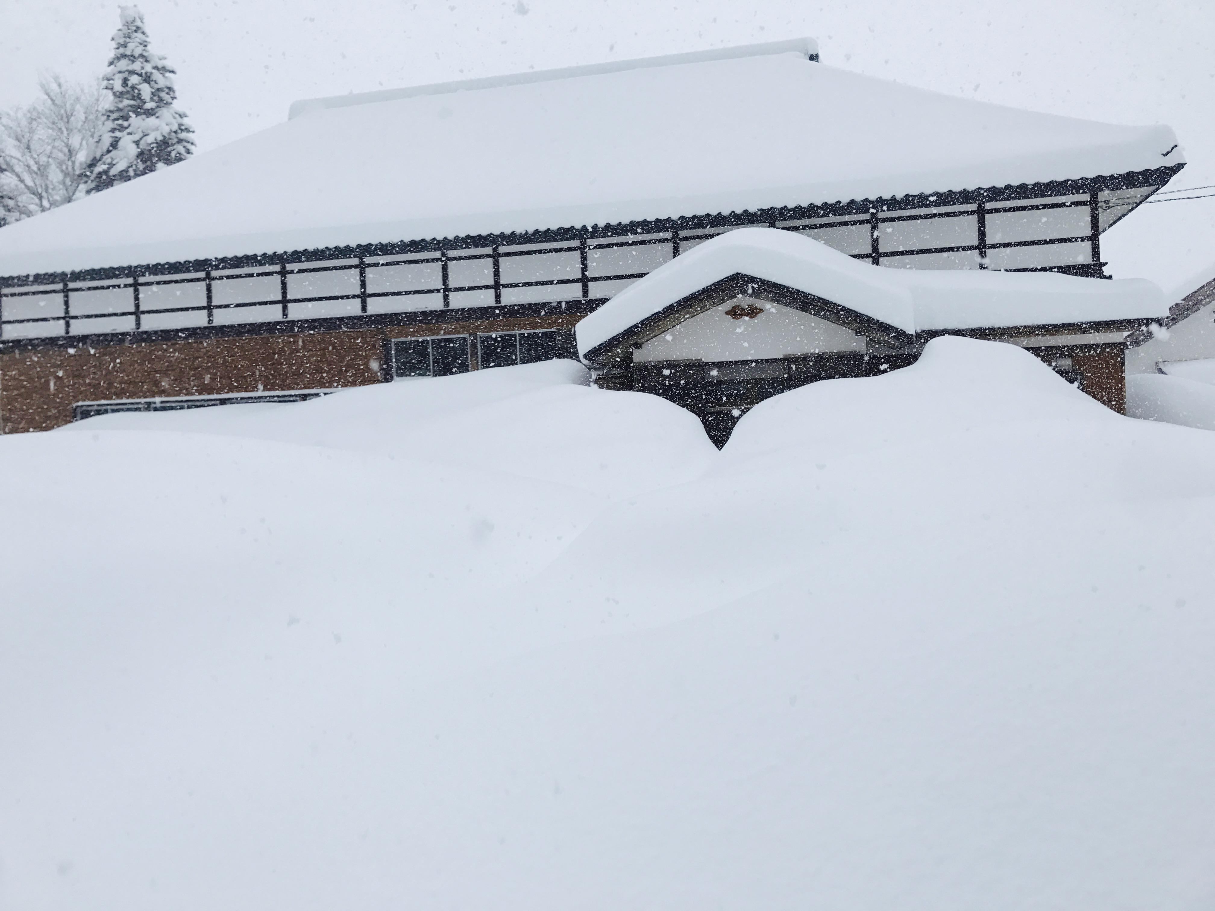 シェアベースの古民家の雪