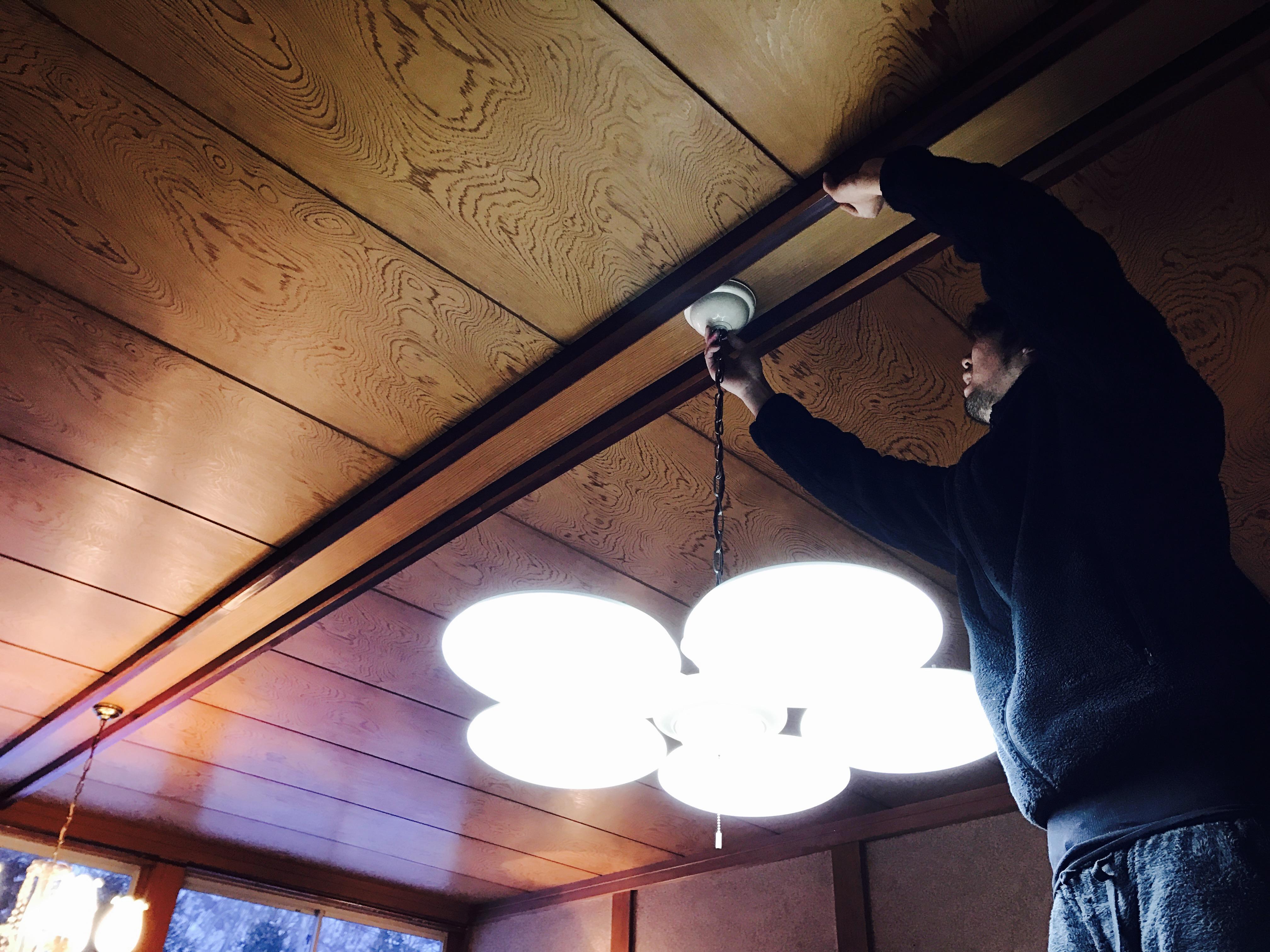 古民家の照明の取り外し