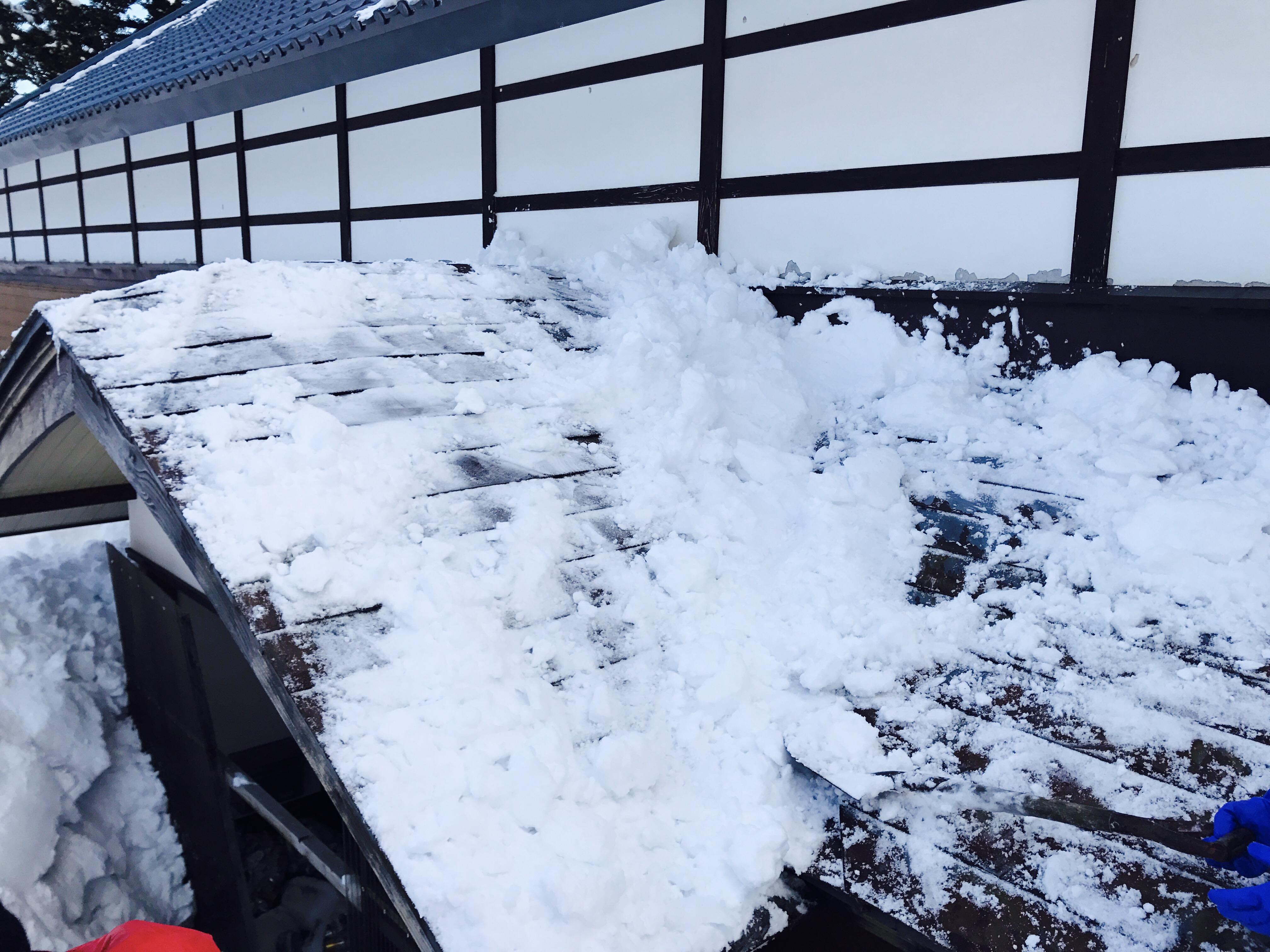 屋根の雪下ろし