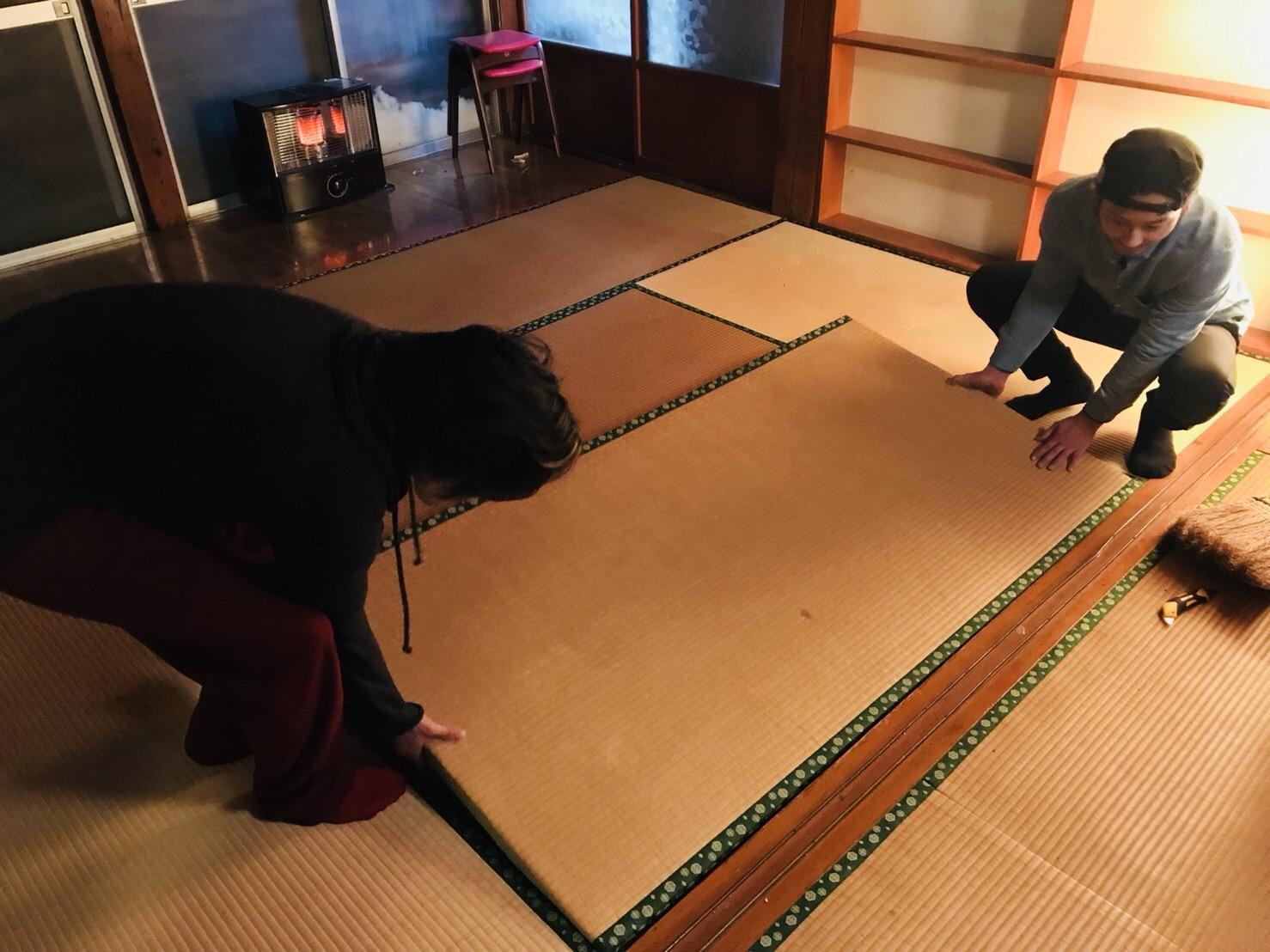 古民家の畳を戻す