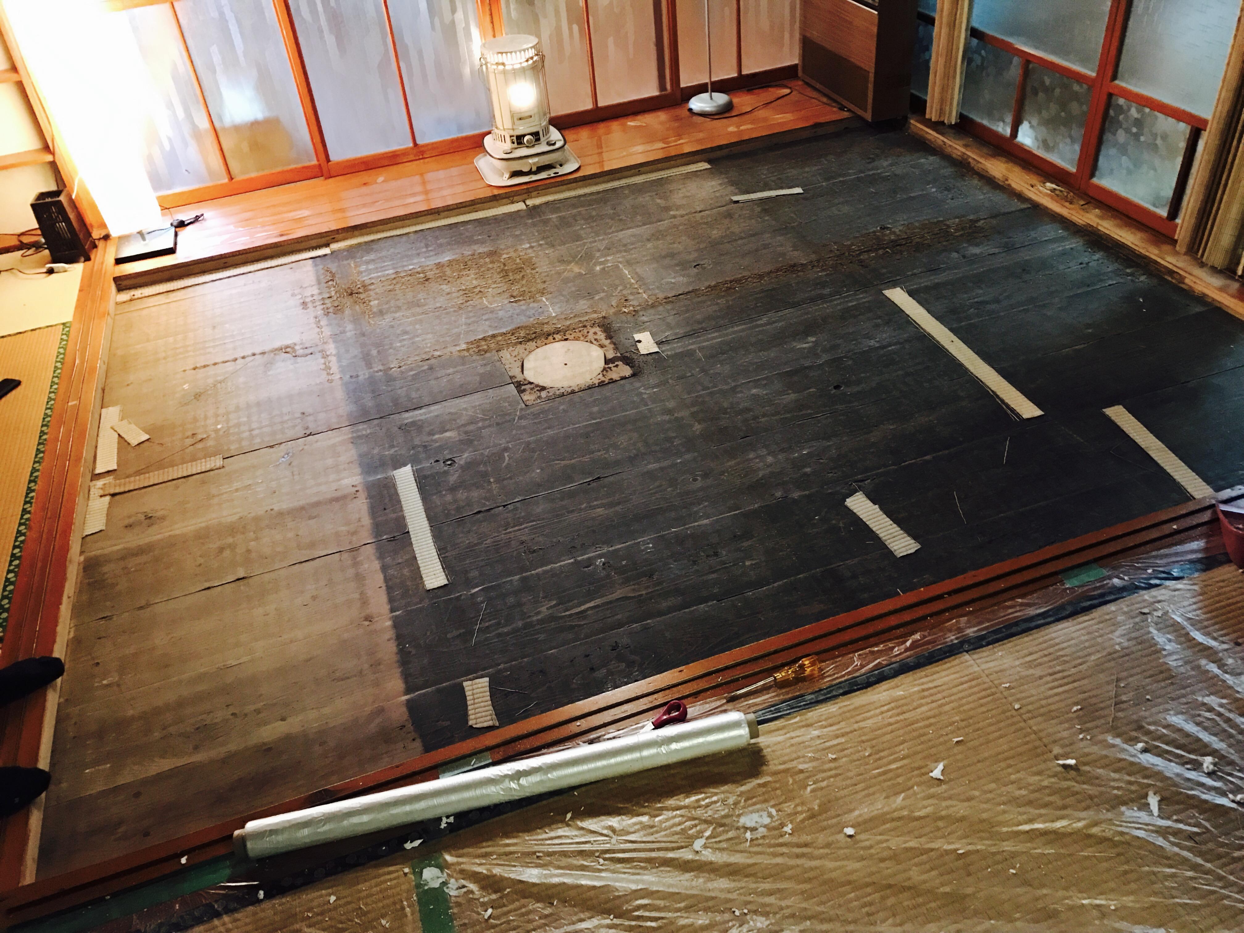 古民家の畳を剥がした後