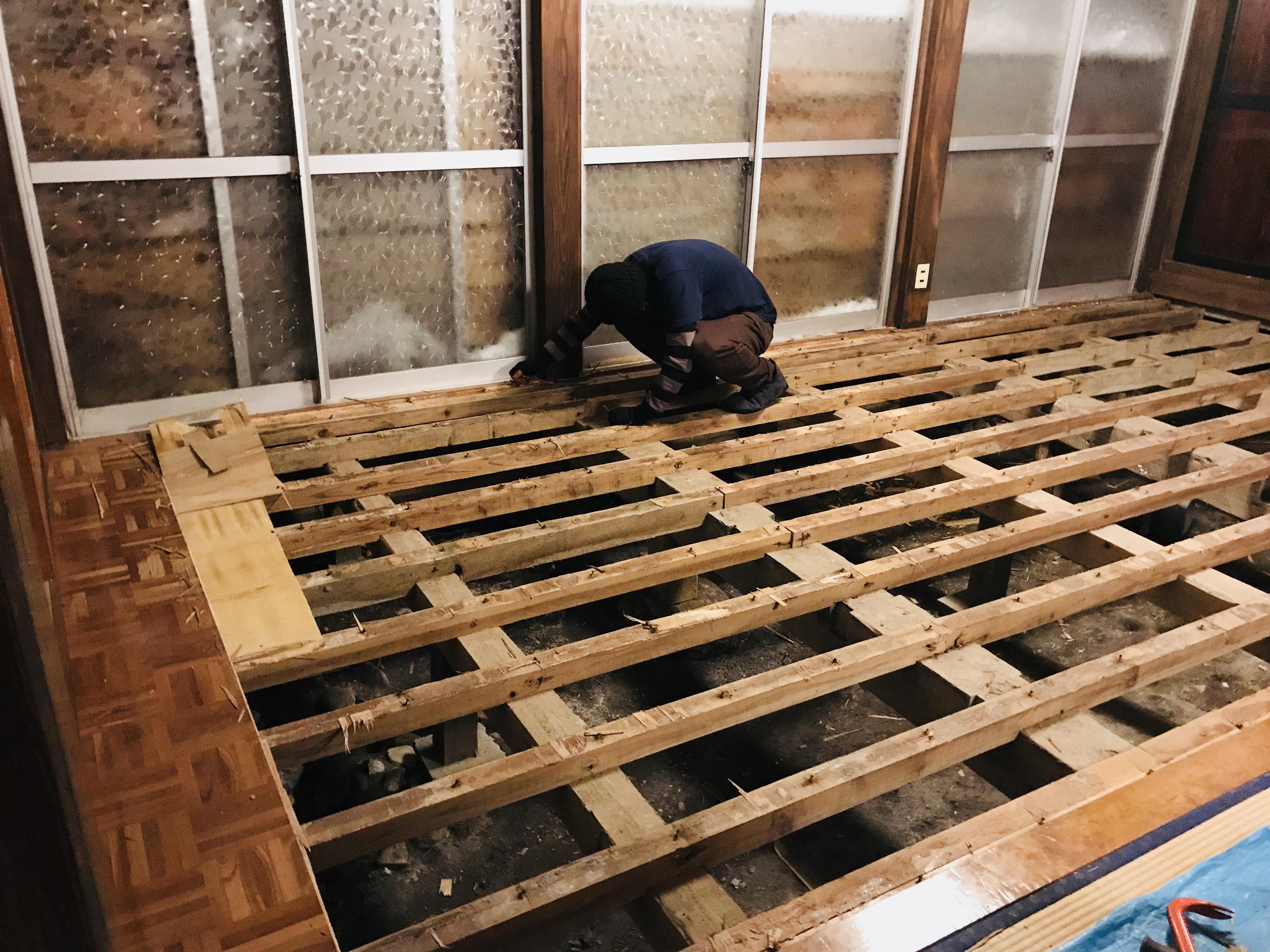 古民家の床の解体