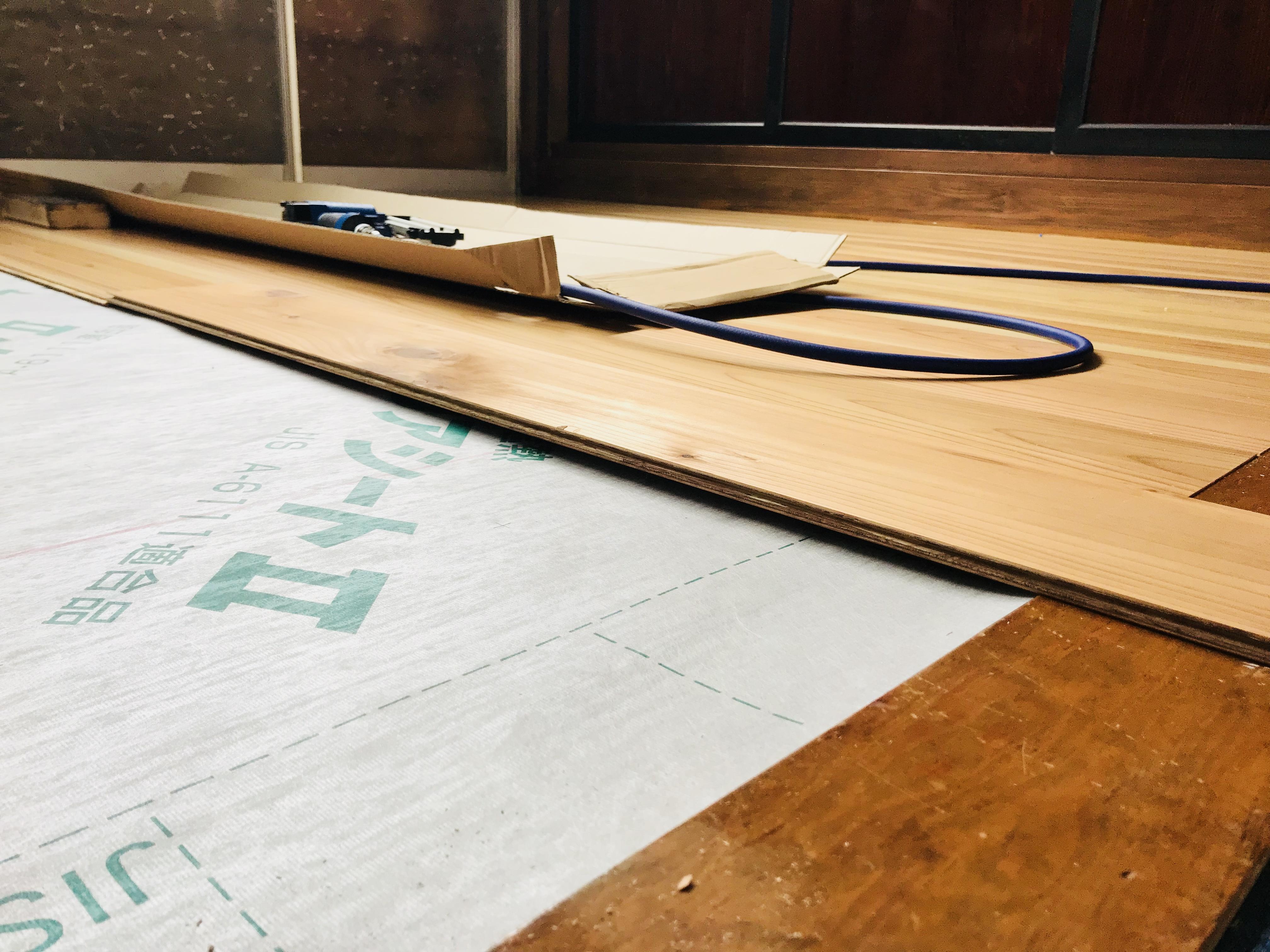 定尺張りで床の張り替えをDIY