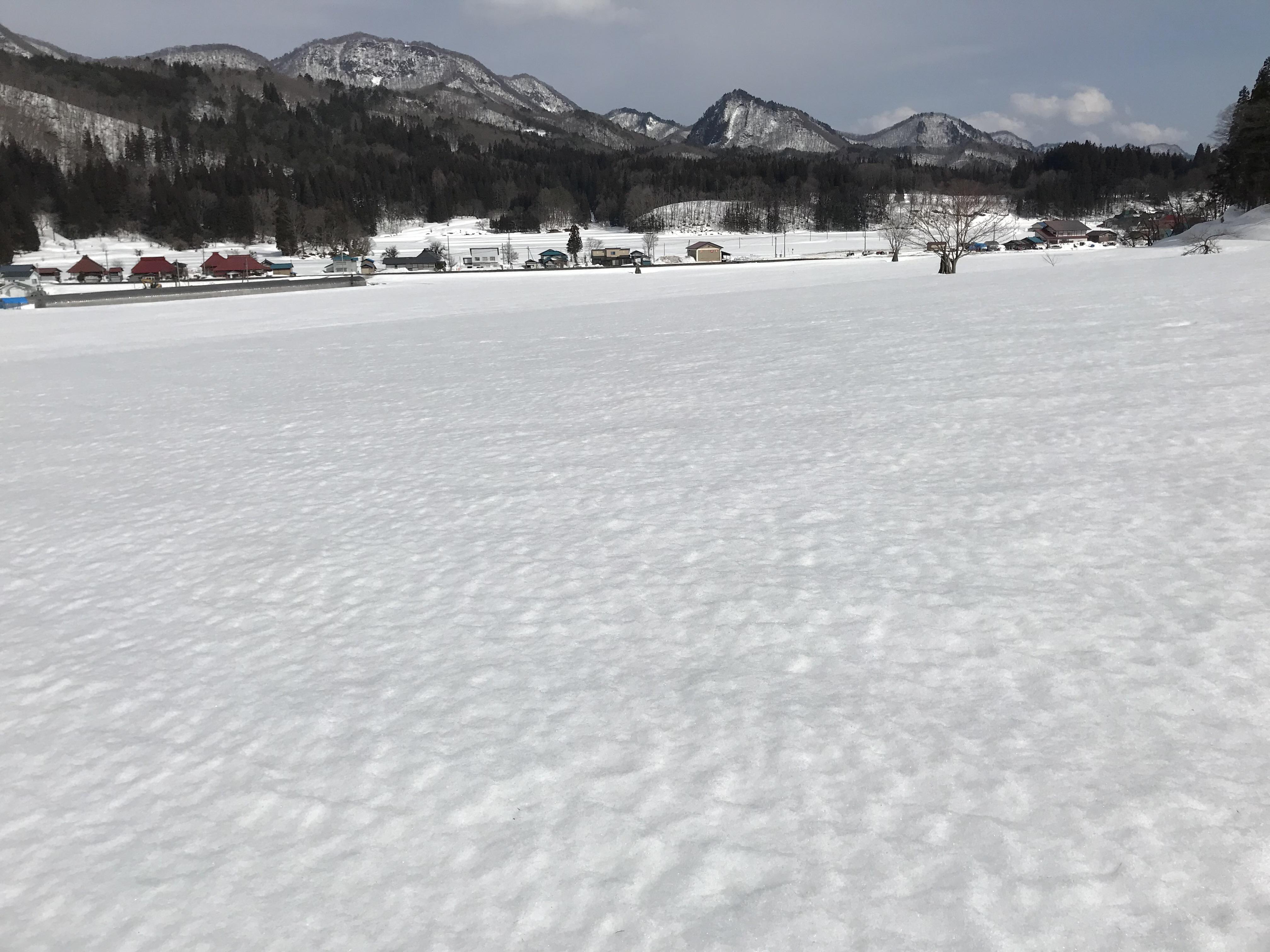 スノーシューいらずで雪の上を歩く
