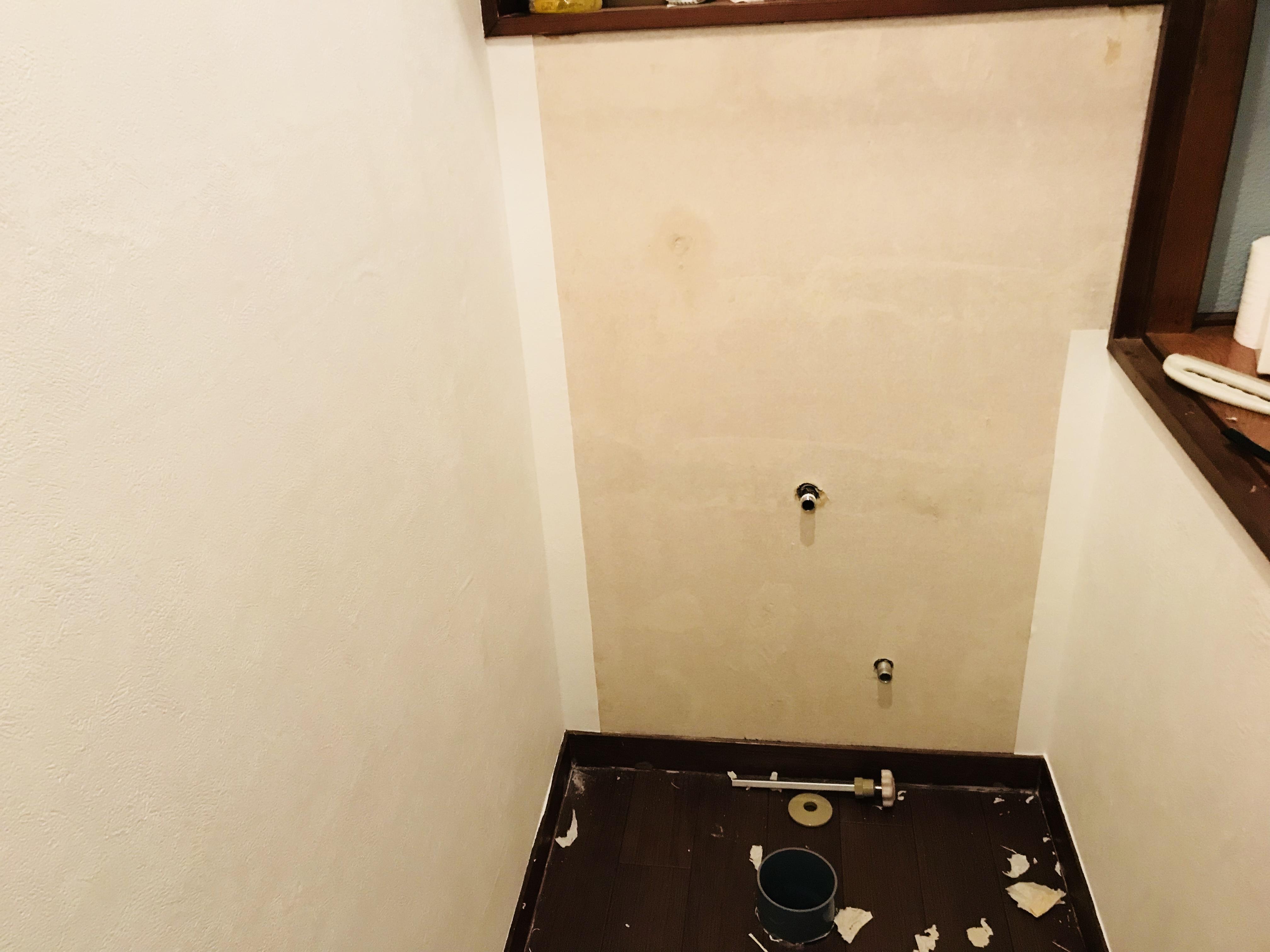 壁紙を剥がすことから始まる トイレの壁紙の張り替えをdiy