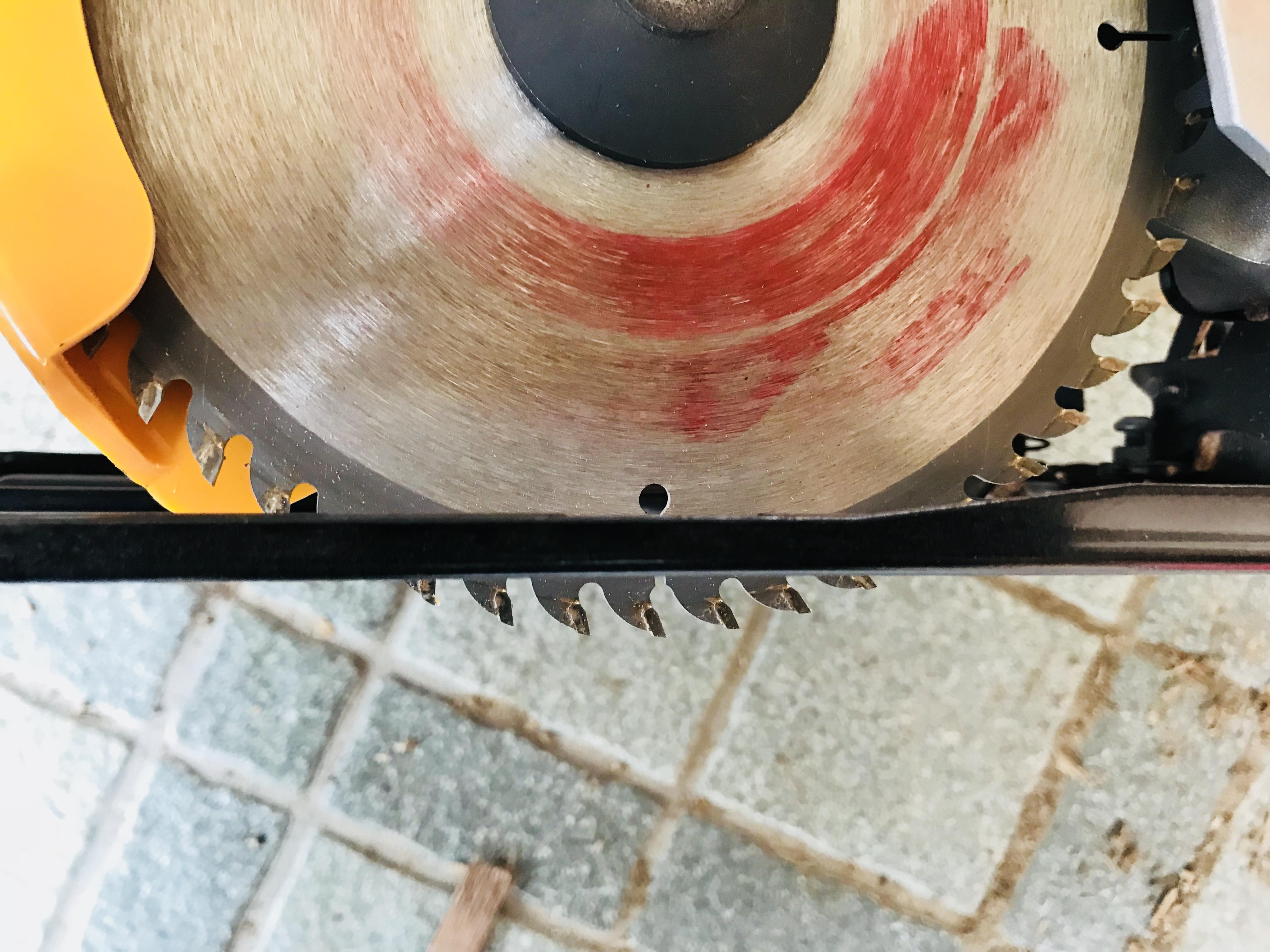 丸ノコの刃の調整