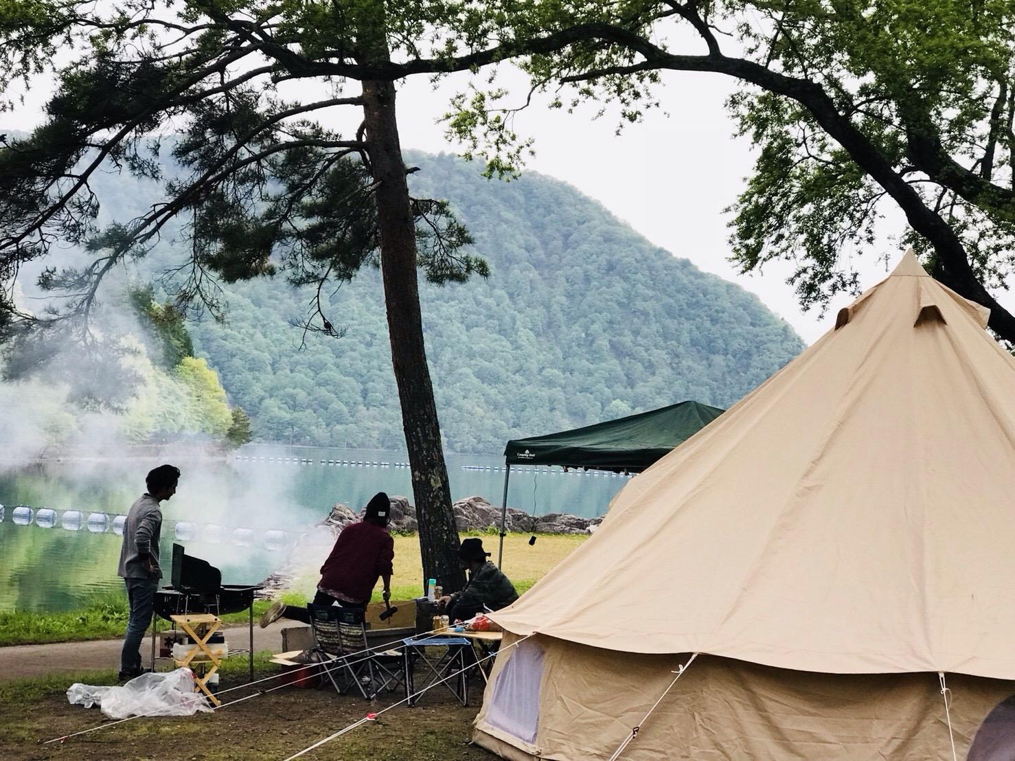 沼沢湖でキャンプ