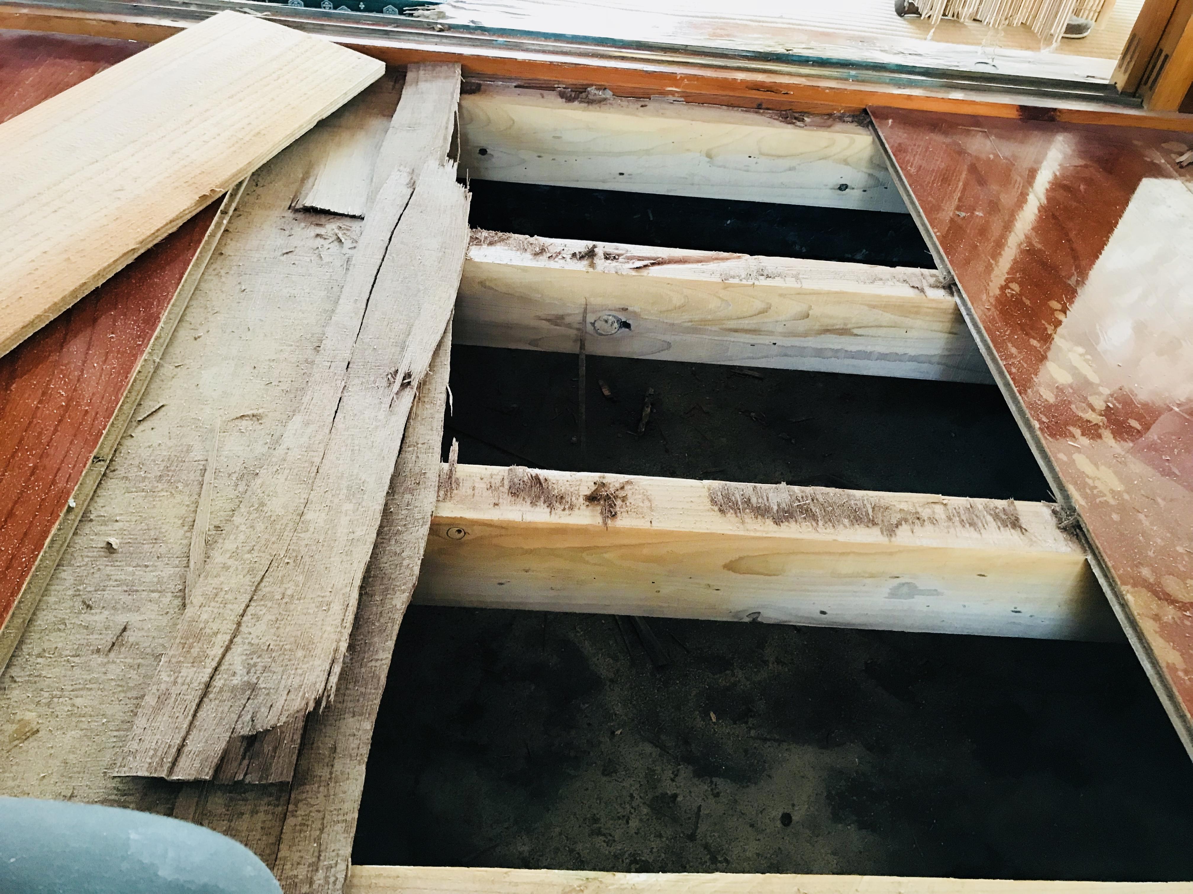 古民家の玄関の床板改修