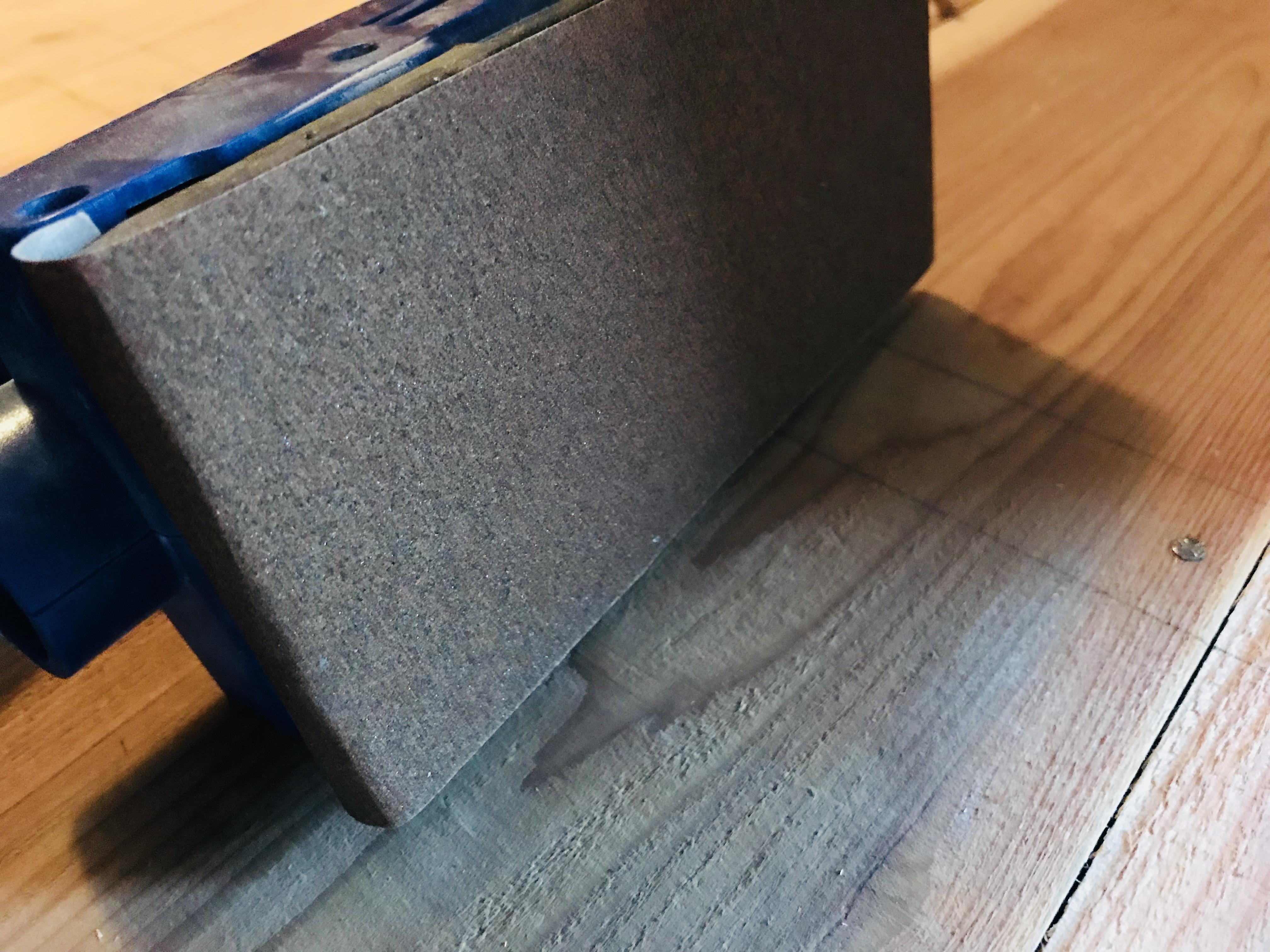 古民家の床板にサンダーをかける