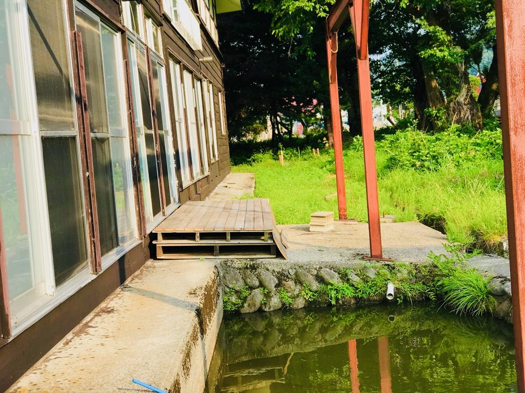 SHAREBASE昭和村の池
