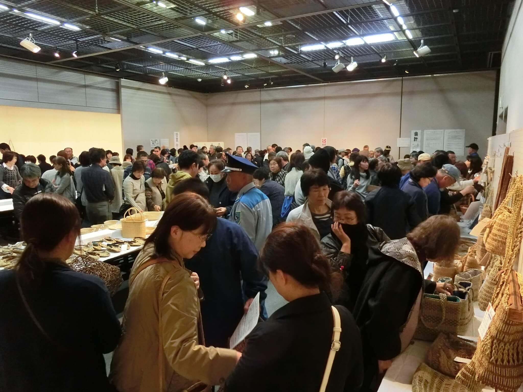 三島町の編み組工芸品展