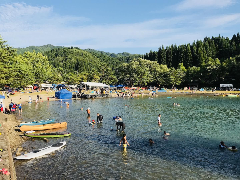 沼沢湖で湖水浴