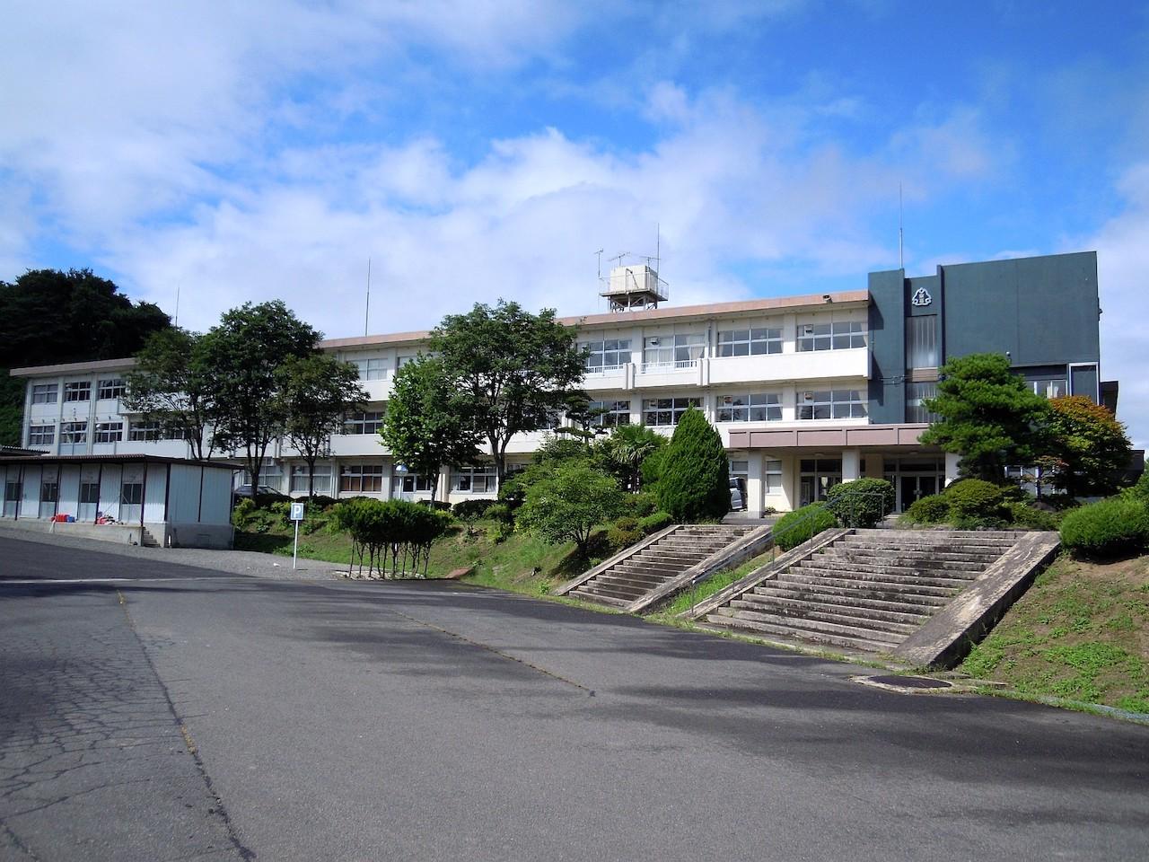 安達東高校