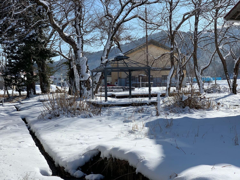 雪が積もる地域でガゼボを建てる