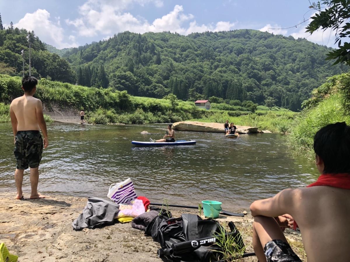 昭和村で川遊び