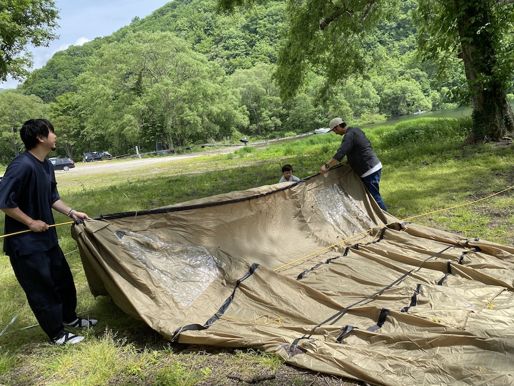 到着したらまずはテント設営! テントはnordiskのレイサ6。