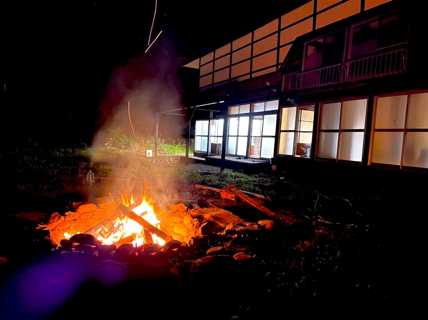 夜はさらに焚き火の雰囲気もUP! 今後はどうする?