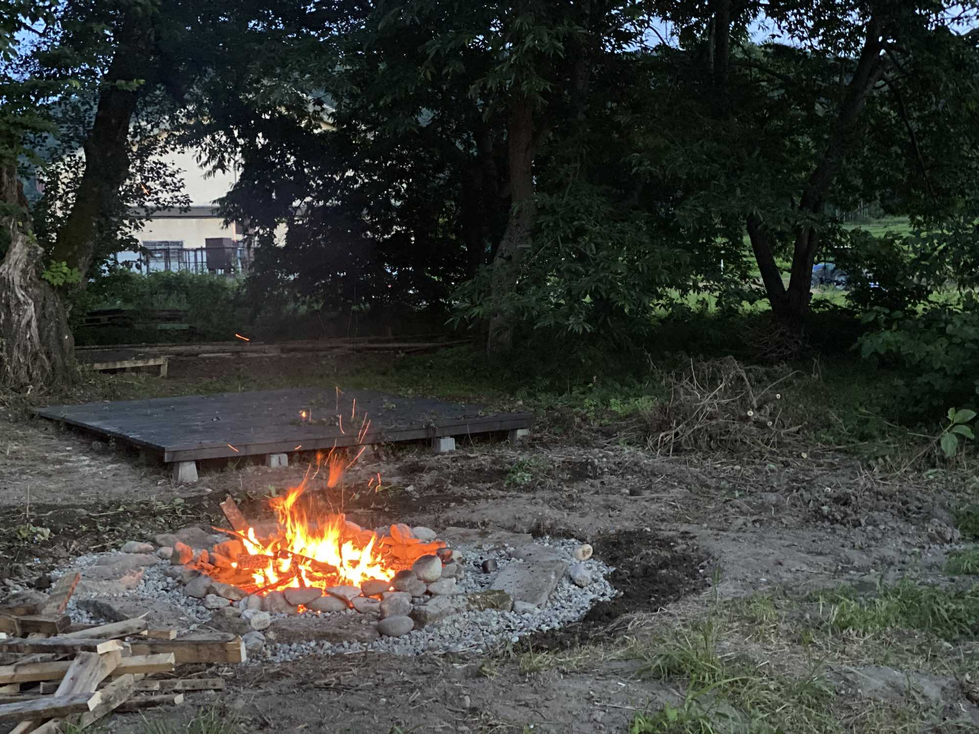 早速、ファイヤーピットで焚き火ができるか実験!