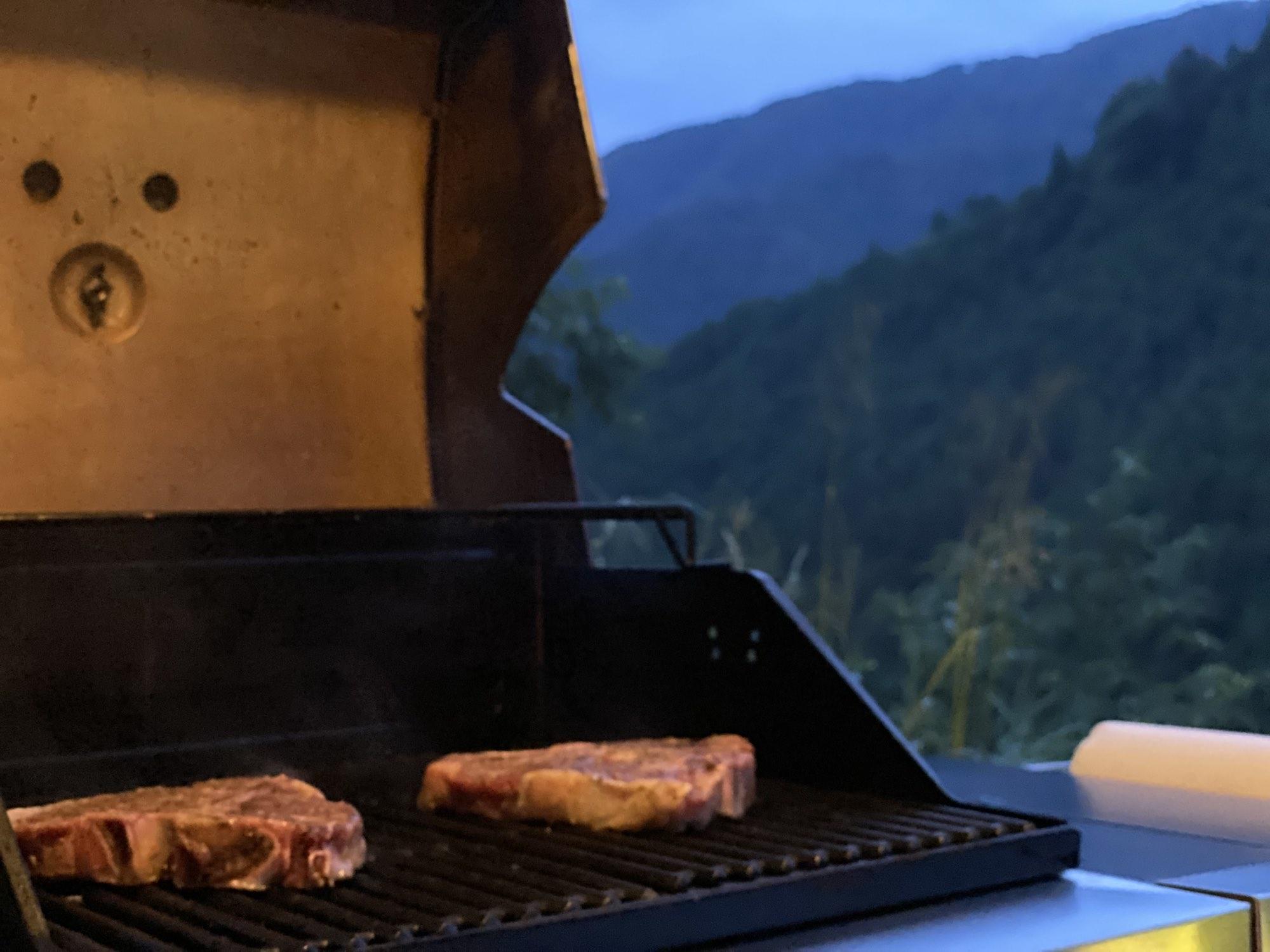 ちょっと贅沢なキャンプやBBQのお供に。Tボーンステーキを試してみて!